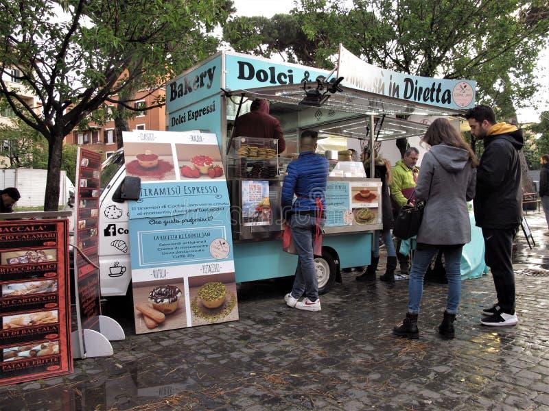 Italiensk matgatavagn i Rome, Italien arkivfoto