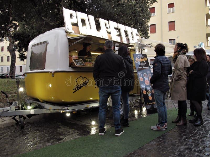 Italiensk matgatavagn i Rome, Italien fotografering för bildbyråer