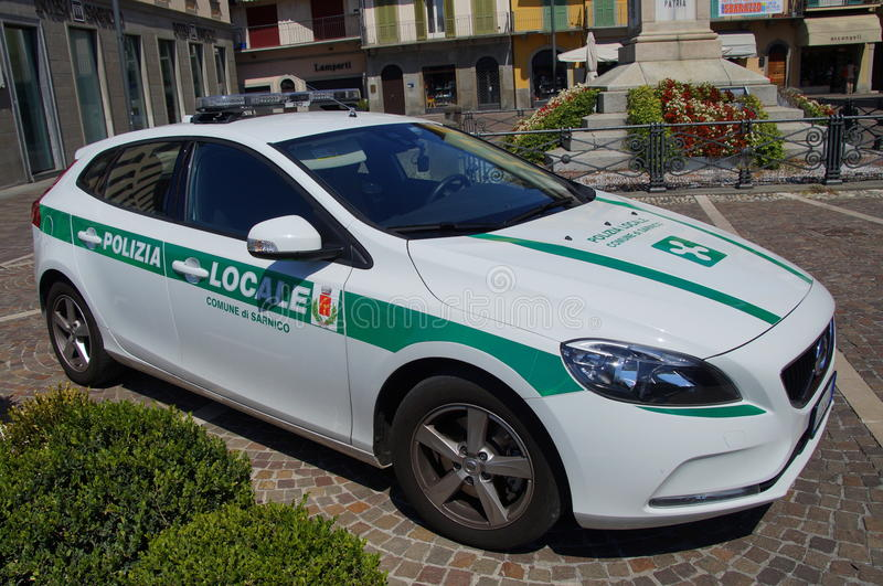 Italiensk närpolisbil, Volvo V40 royaltyfri fotografi