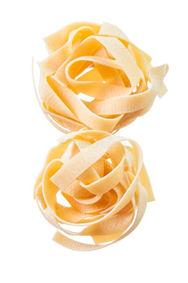 Italiensk okokt pasta som isoleras på vit royaltyfria bilder