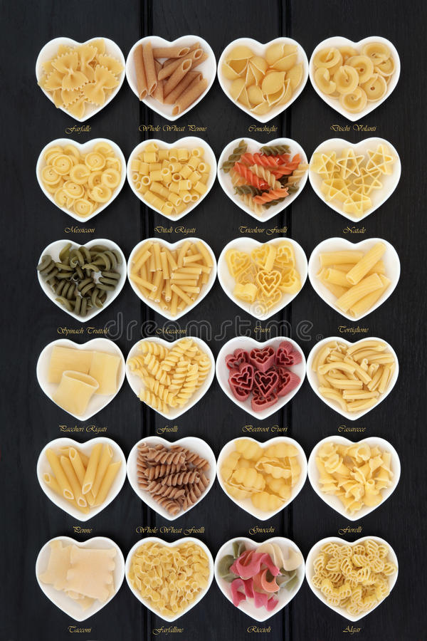 Italiensk pasta med titlar royaltyfria bilder