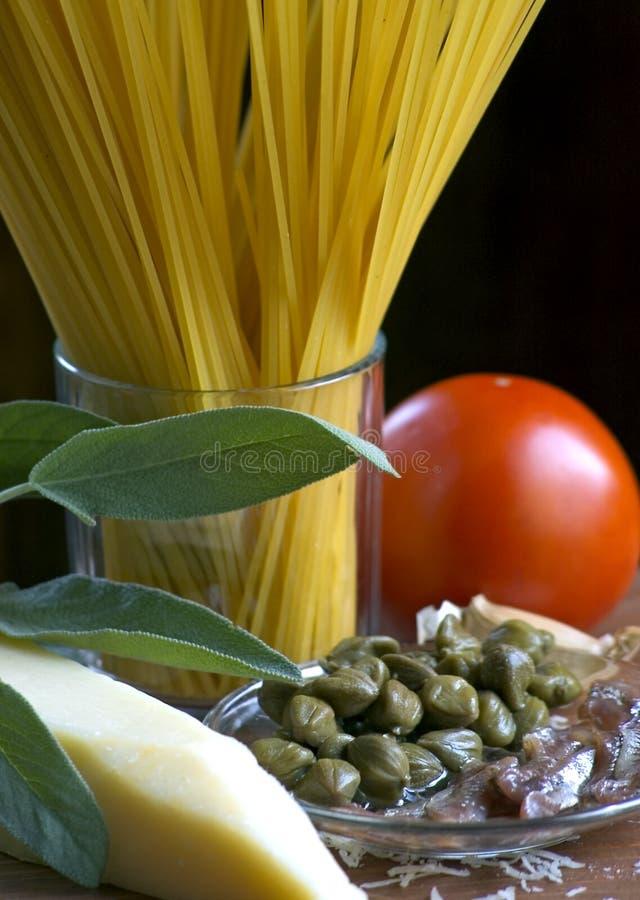 italiensk pasta som förbereder sig arkivbild