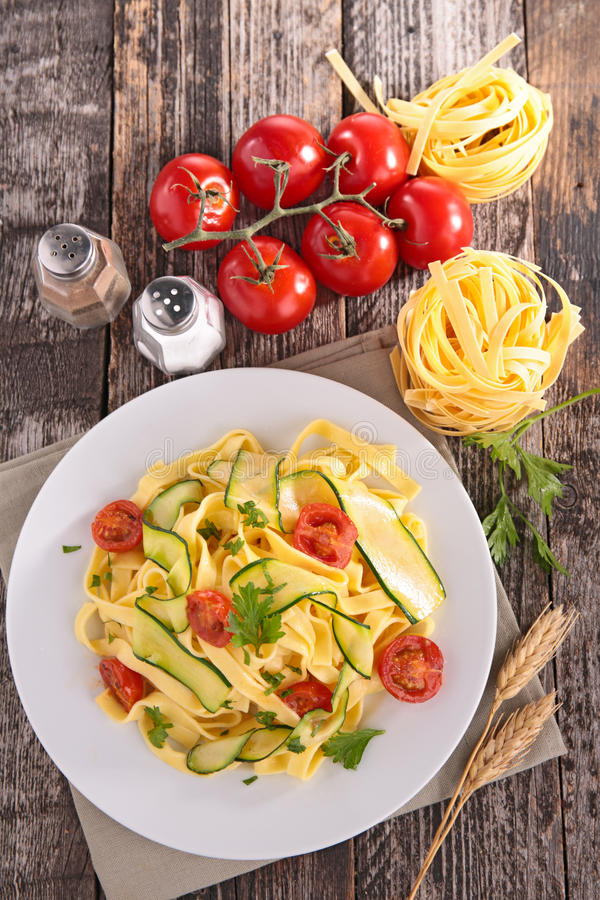 Italiensk pasta, tagliatelle royaltyfri fotografi