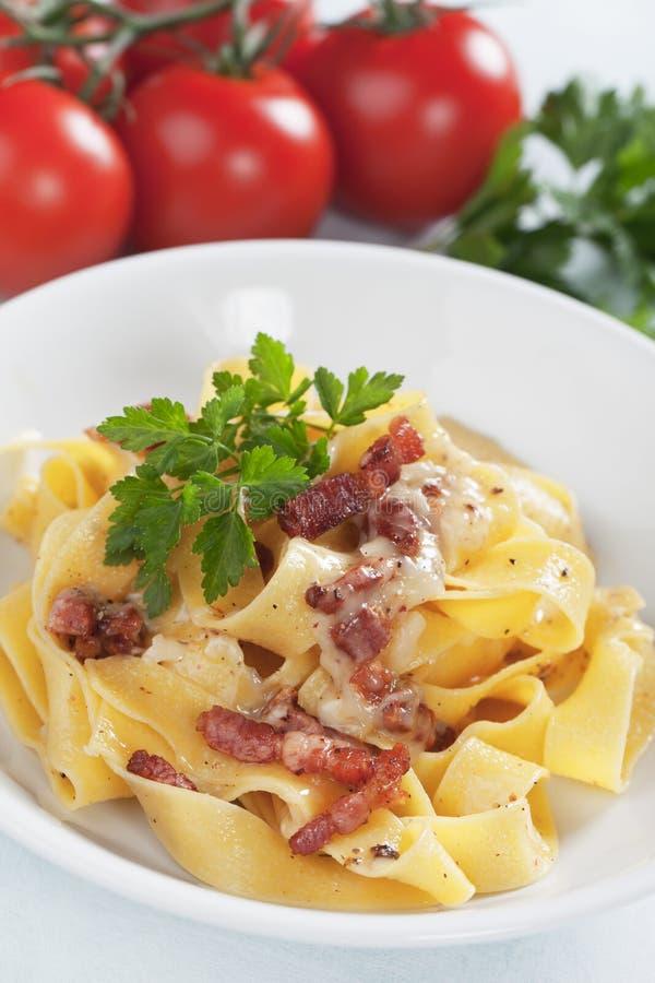 Italiensk pastacarbonara royaltyfria foton