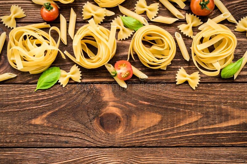 Italiensk pastapenne, tagliatelle, farfalle fotografering för bildbyråer