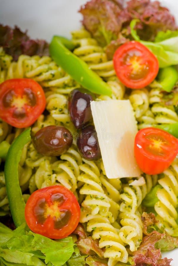 italiensk pastasallad för fusilli royaltyfria foton