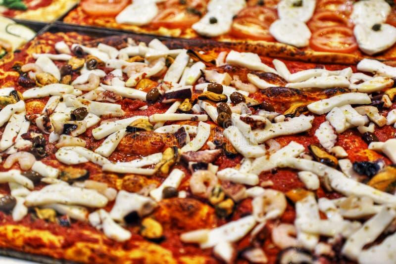 italiensk pizza royaltyfria foton