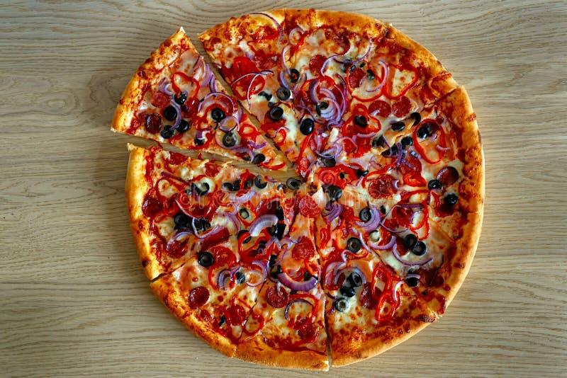 Italiensk pizza från napoli arkivfoton