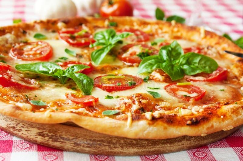 Italiensk pizzamargherita arkivfoton