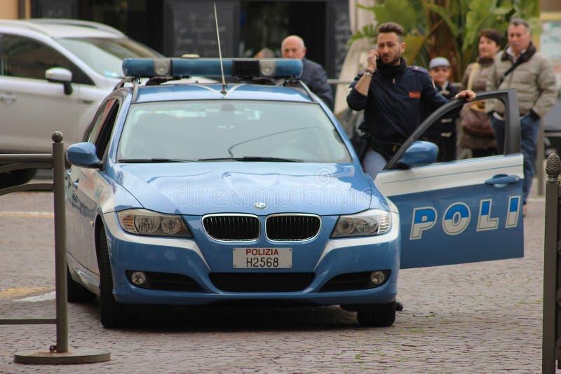 Italiensk polis med en BMW bil i San Remo royaltyfria foton