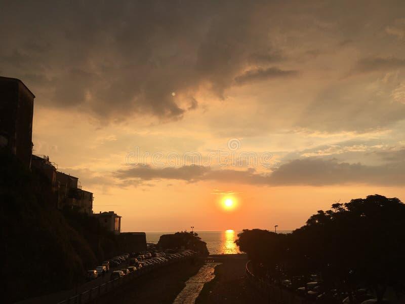 Italiensk solnedgång arkivfoton