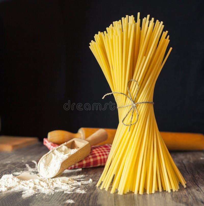 Italiensk spagetti för nöje av matlagning royaltyfria foton