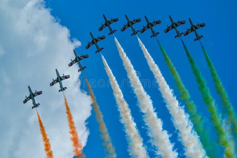 Italiensk tricolori för flyglagfrecce royaltyfria foton