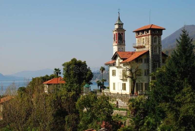 Italiensk villa i Cannero Riviera royaltyfria bilder