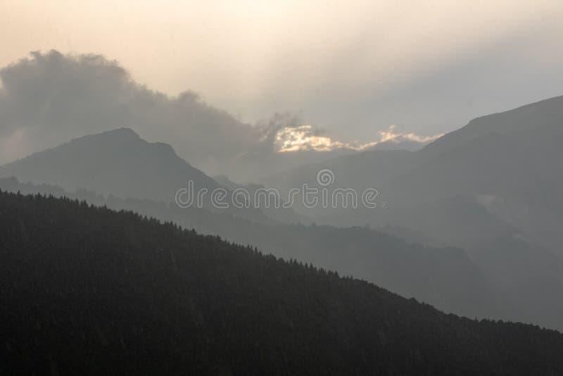 Italienska Dolomites efter stormen, Polsa Brentonico arkivbilder