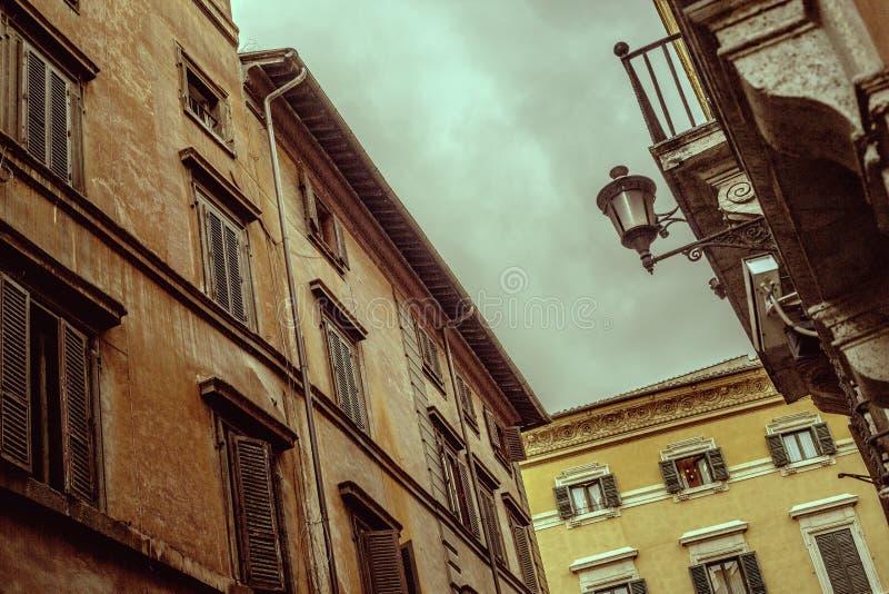 Italienska gator och byggnader arkivfoton