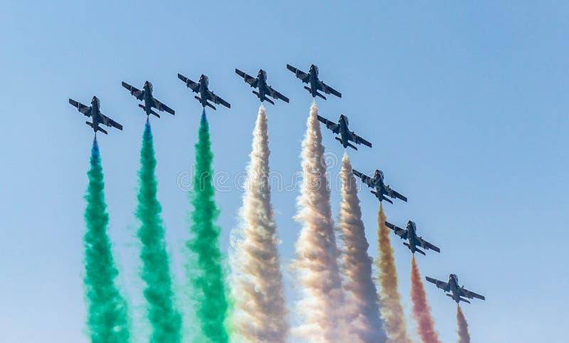 Download Italienskt akrobatiskt lag arkivfoto. Bild av tricolor - 78726630