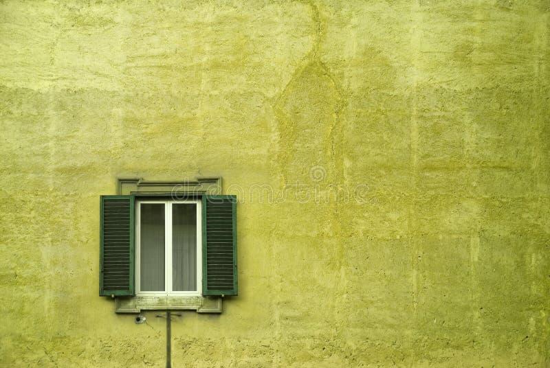 italienskt fönster fotografering för bildbyråer