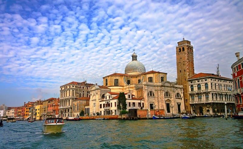 Italy Ande através das ruas e dos canais de Veneza foto de stock
