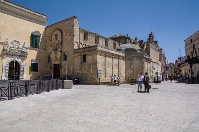 italy Matera, UNESCOplats och europeisk huvudstad av kultur 2019 Skymt av piazza Vittorio Veneto royaltyfri bild