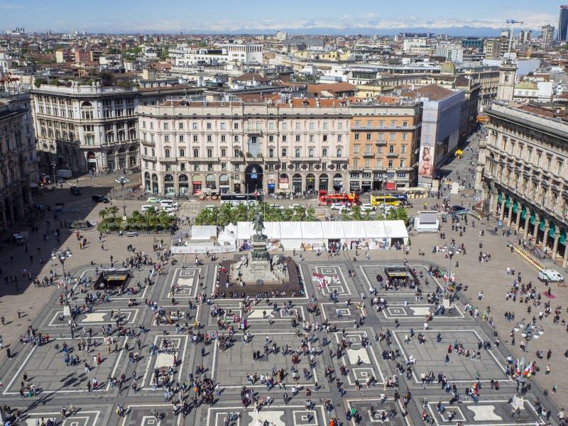 italy milano Fyrkanten av duomoen som ses fr?n terrassen ovanf?r taket av domkyrkan arkivfoto