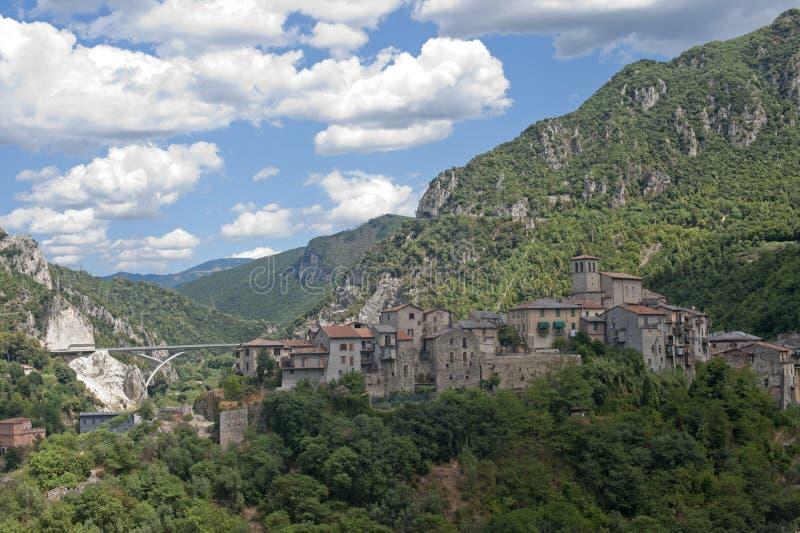 italy nära den gammala terniumbria byn royaltyfria bilder