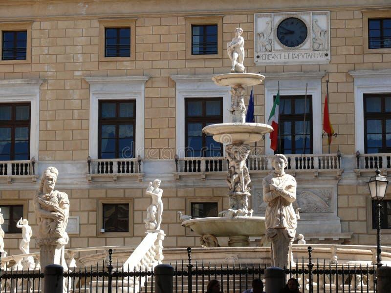 italy Palermo Sicily 11/04/2010 Pretoria fontanna obraz stock