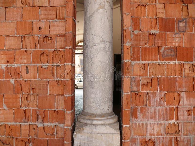italy palermo sicily Renovering av en byggnad royaltyfria bilder