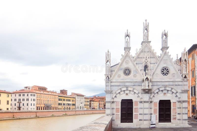 italy pisa Sikt av katolska kyrkan Santa Maria della Spina royaltyfria foton