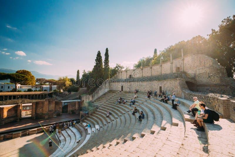 italy pompeii Sikt av den stora teatern av Pompey i Sunny Day arkivfoton