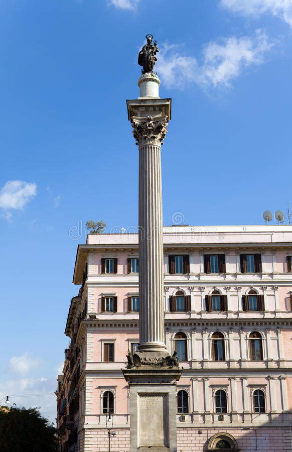 Italy. Roma. Coluna antes da basílica de Santa Mari imagens de stock royalty free