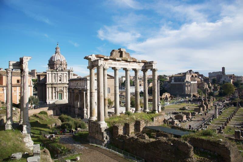 italy rome En av de mest berömda gränsmärkena i världen - Roman Forum royaltyfri bild