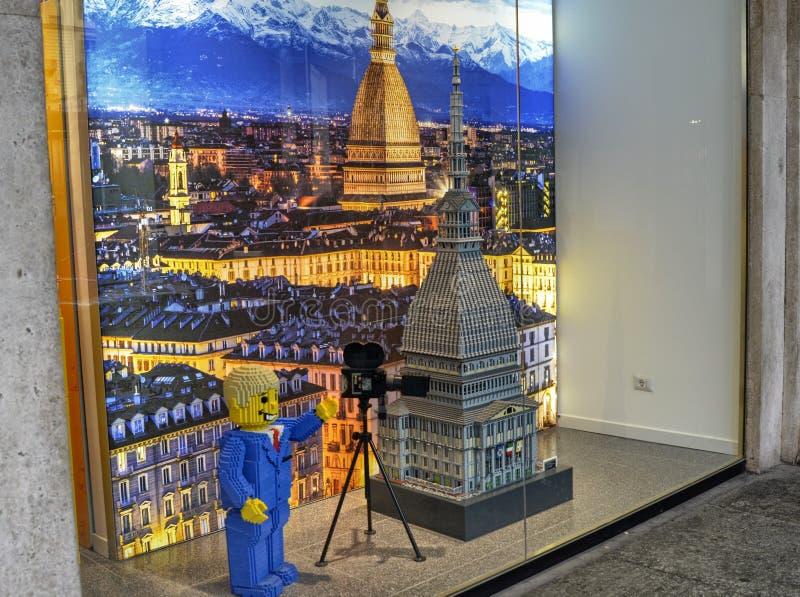 italy turin Legoen shoppar i den historiska mitten arkivfoton