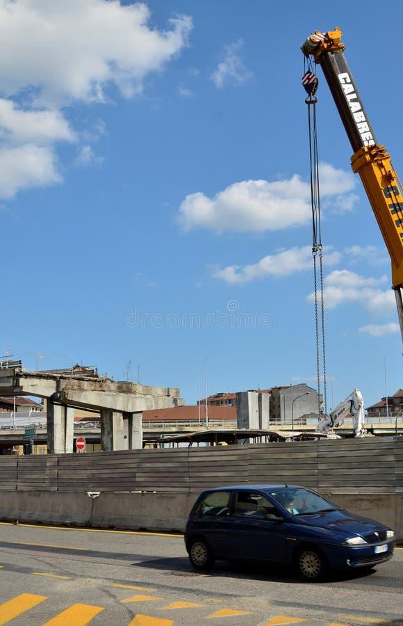 italy turin Rivningen av planskilda korsningen av Corso Grosseto royaltyfri fotografi