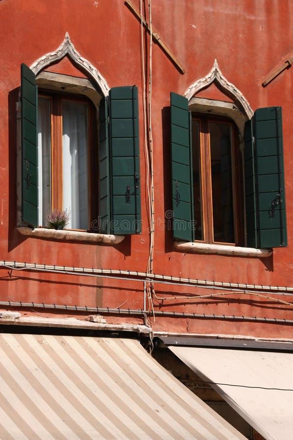 italy venetian fönster arkivbilder