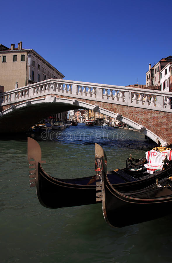 Free Italy Venice Arched Bridge And Gondolas Royalty Free Stock Images - 22605529