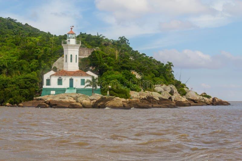 Itapua-Leuchtturm im Guaiba See lizenzfreies stockfoto