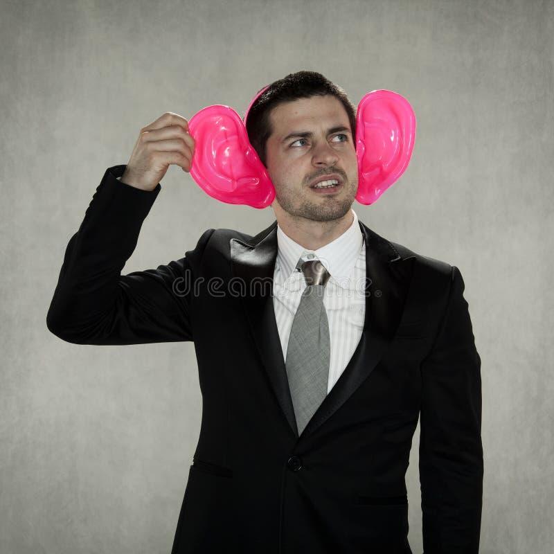 Itchy, αστείο επιχειρησιακό άτομο αυτιών στοκ φωτογραφία με δικαίωμα ελεύθερης χρήσης