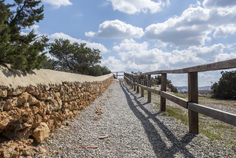 Itinéraire côtier, promenade maritime, ville de Sant Antoni, Ibiza image libre de droits