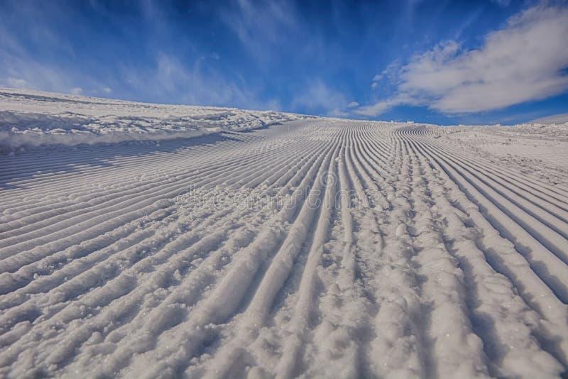 Itinerario ben preparato dello sci Giorno pieno di sole fotografie stock