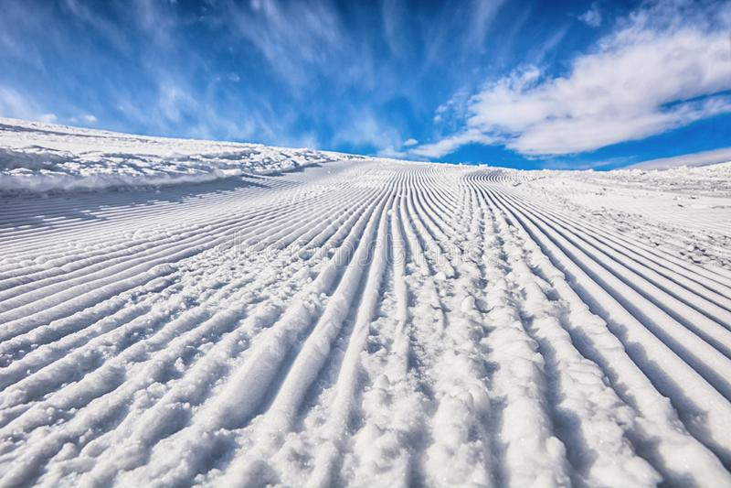 Itinerario ben preparato dello sci Giorno pieno di sole immagine stock