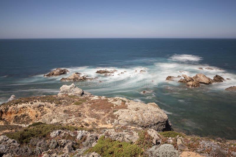 Itinerario dei pescatori, situato nel sud-ovest del Portogallo, con le suoi formazioni rocciose e mare cristallino fotografie stock libere da diritti