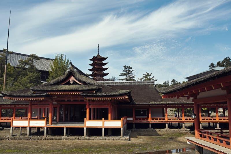 Itsukushima świątynia na pięknym jasnym dniu obrazy stock