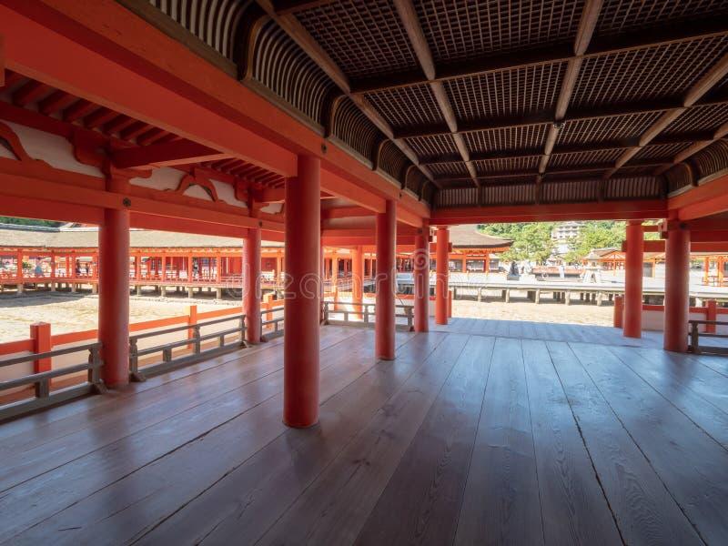 Itsukushima-Schrein, Japan stockfotos