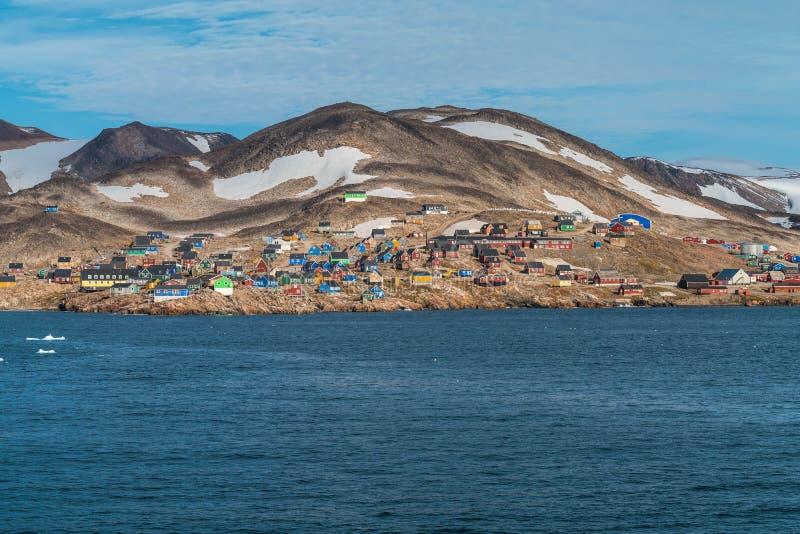 Ittoqqortoormiit - μακρινό μέρος στην ανατολική Γροιλανδία στοκ εικόνες