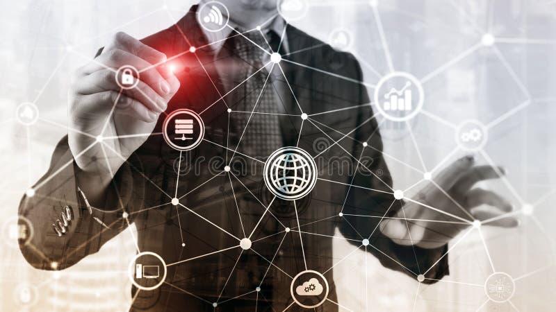 IuK - Informationen und Telekommunikationstechnik und IOT - Internet von Sachenkonzepten Diagramme mit Ikonen auf Server lizenzfreie abbildung