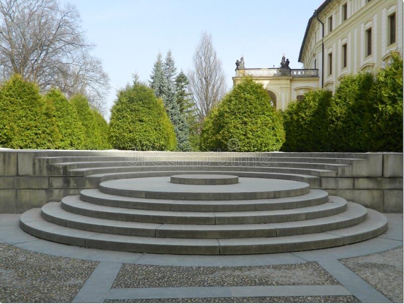 从IV的楼梯 庭院的庭院叫Na baÅ ¡ tÄ›,布拉格城堡,捷克共和国 免版税库存图片