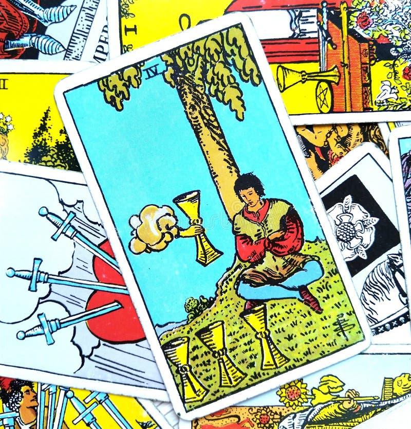 4 IV крушения иллюзий отвращения апатии карточки Tarot чашек иллюстрация штока