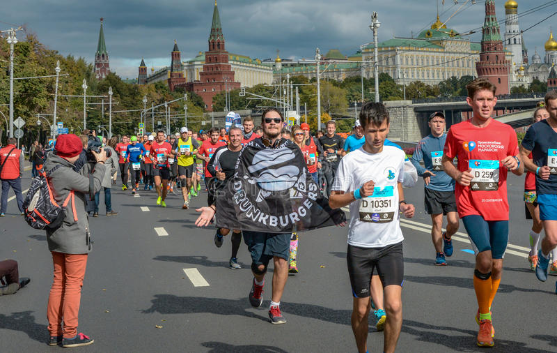 2016 09 25: IV maratón de Moscú 36.a distancia del maratón del kilómetro imagen de archivo libre de regalías