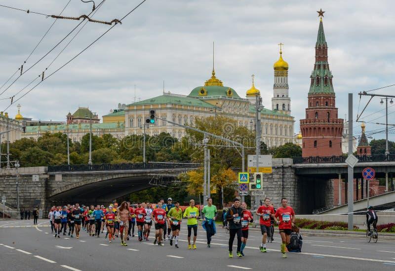 2016 09 25: IV maratona di Mosca trentaseiesima distanza di maratona di chilometro immagini stock